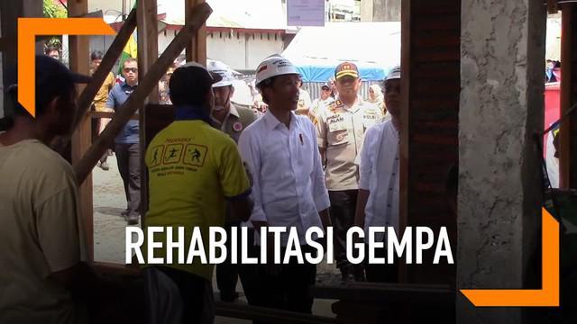 Jokowi meninjau rumah korban gempa NTB. Pemerintah gelontorkan Rp 5,1 triliun untuk lakukan rekonstruksi dan rehabilitasi.