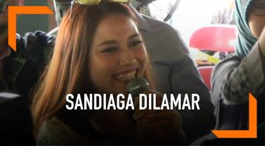 Saat kampanye di Yogyakarta, Sandiaga Uno mendadak dilamar oleh seorang mahasiswi cantik.