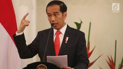 Presiden Jokowi memberikan sambutan saat membuka rapat kerja Kepala Perwakilan Republik Indonesia dengan Kementerian Luar Negeri di Gedung Pancasila, Jakarta, Senin (12/2). Rapat kerja itu mengangkat tema Diplomasi Zaman Now. (Liputan6.com/Angga Yuniar)