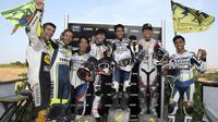 Valentino Rossi dan peserta Master Camp dari Asia di Tavulia, Italia. (Yamaha)