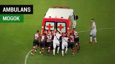 Berita video insiden menarik di Liga Brasil saat mobil ambulans mogok di tengah lapangan saat membawa pemain yang pingsan.