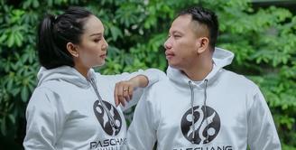 Vicky Prasetyo dan Kalina Oktarani akan menikah pada 21 Februari 2021 mendatang. Seperti pasangan lainnya, banyak hal yang mereka persiapkan. Apalagi keduanya berencana dua kali menggelar resepsi. (Instagram/vickyprasetyo777)