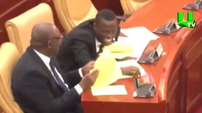 Sidang di parlemen Ghana pada Kamis 26 Juli 2018 berlangsung penuh gelak tawa. (UTV)