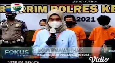 Dari hasil pengungkapan kasus pembunuhan wanita di hotel di Kediri, Jawa Timur, polisi berhasil membongkar jaringan prostitusi daring wilayah Bandung, Jawa Barat. Muncikari prostitusi gadis di bawah umur ini adalah ibu kandungnya sendiri.