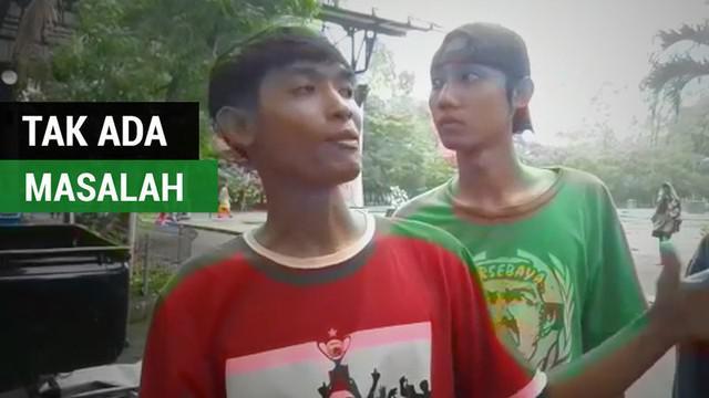 Berita video wawancara salah satu suporter Persija Jakarta tentang hubungan The Jak dan Bonek jelang 8 Besar Piala Presiden 2018 di Solo, Jawa Tengah.