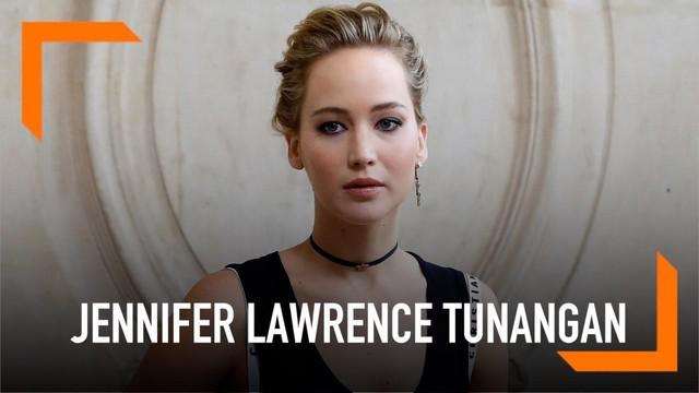 Kabar bahagia datang dari salah seorang aktris ternama, Jennifer Lawrence. Pemain film The Hunger Games tersebut telah resmi bertunangan dengan sang kekasih hati, Cook Maroney.
