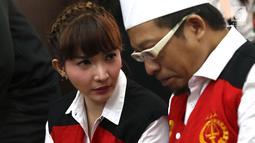 Roro Fitria menjalani sidang lanjutan kasus dugaan penyalahgunaan narkotika di PN Jakarta Selatan, Jakarta, Kamis (5/7). Rambut wanita 28 tahun itu pun tertata rapi dengan pola kepang dan digulung ke belakang. (Liputan6.com/Immanuel Antonius)