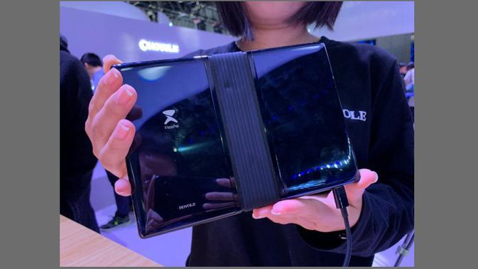 Engsel di bodi belakang layar lipat FlexPai (Foto: GSM Arena)