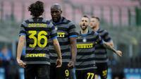 Inter Milan meraih kemenangan 3-0 atas Genoa pada laga pekan ke-24 Serie A di Giuseppe Meazza, Minggu (28/2/2021) malam WIB. Striker Inter, Romelu Lukaku, berhasil mencetak satu gol dan assist pada laga tersebut. (AP Photo/Luca Bruno)