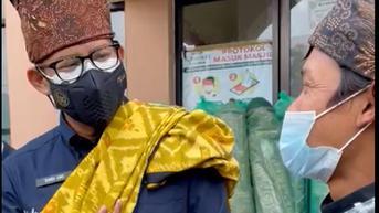 Saat Sandiaga Uno Dimintai Karpet Baru untuk Masjid di Semeru