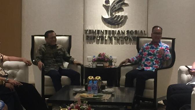 EMTK Silaturahmi dengan Mensos, Emtek Beber Kecanggihan Fitur Blackberry Messenger - News Liputan6.com