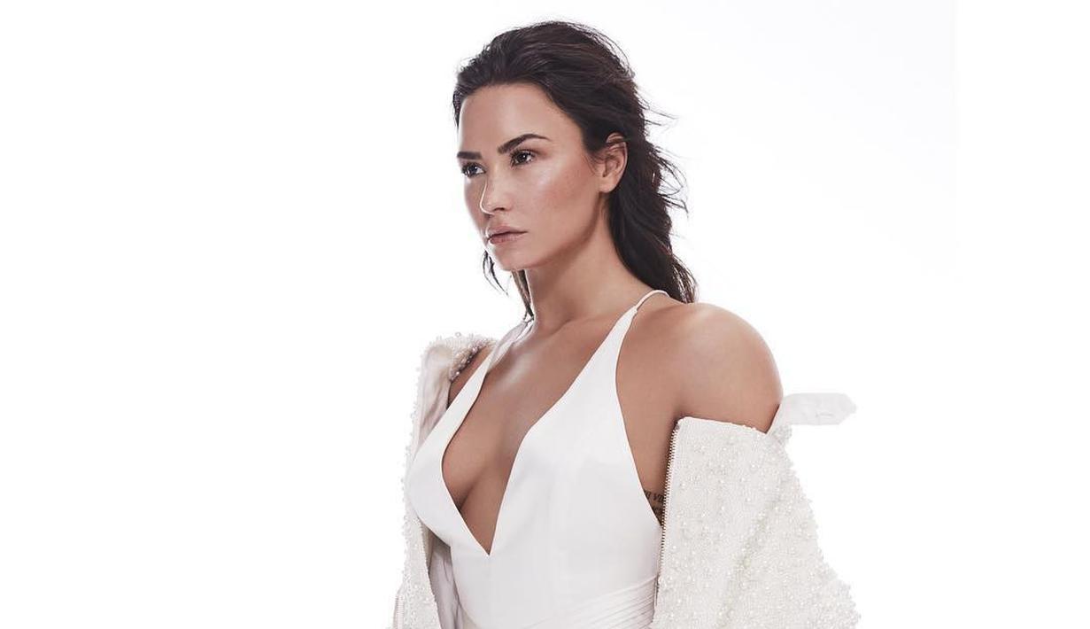Demi Lovato menunjukkan pentingnya untuk mencintai diri sendiri dan menerima kekurangan diri sendiri lewat postingannya di Instagram. (instagram/ddlovato)
