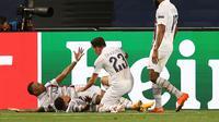 Pemain PSG merayakan keberhasilan membekuk Atalanta dengan skor 2-1 pada perempat final Liga Champions. (RAFAEL MARCHANTE / POOL / AFP)