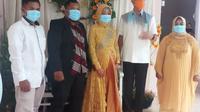 Seorang karyawan cleaning service mendapat kehormatan didatangi Gubernur Jawa Tengah, Ganjar Pranowo.