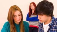 Stres dengan wanita lain yang suka mengganggu kekasih Anda? Tips-tips berikut mungkin bisa mengatasinya