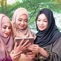 Ilustrasi Perempuan Muslim Credit: freepik.com