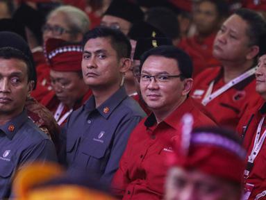 Mantan Gubernur DKI Jakarta Basuki Tjahaja Purnama atau Ahok saat menghadiri Kongres V PDIP di Denpasar, Bali, Kamis (8/8/2019). Ahok mengenakan kemeja merah berloga PDIP. (Liputan6.com/JohanTallo)