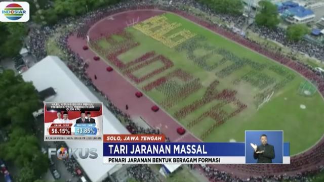 Semarakkan Hari Tari Dunia, 5 ribu penari dari berbagai sanggar dan sekolah di Solo, Jawa Tengah, mementaskan tari jaran di Stadion Sriwedari.