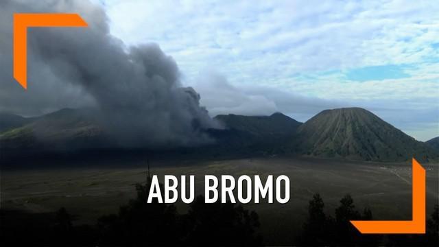Semburan abu vulkanik dari kawah Bromo semakin tinggi. Abu tebal berwarna gelap menyelimuti sejumlah desa di Probolinggo, Jawa Timur.