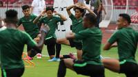 Pemain Timnas Indonesia saat latihan jelang laga kualifikasi Piala Dunia 2022 di SUGBK, Jakarta, Senin (9/9). Indonesia akan berhadapan dengan Thailand. (Bola.com/M Iqbal Ichsan)