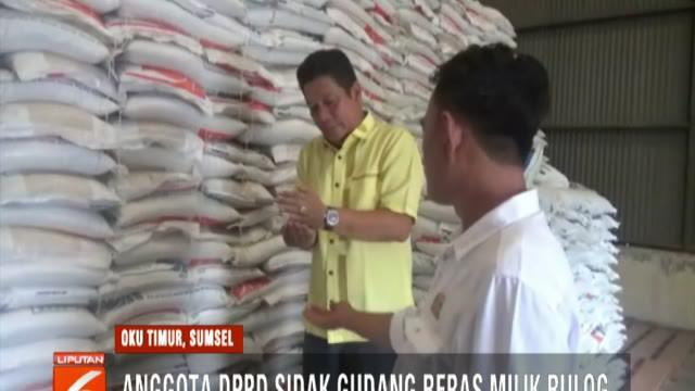 Menurut pengelola gudang, beras yang ada di gudang tersebut sebagian besar adalah beras turun mutu atau stok lama tahun 2015, 2017, dan 2018.