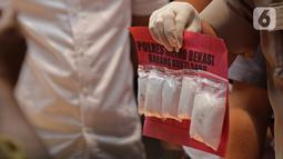 Barang bukti dalam rilis kasus terkait pengungkapan hasil Ops Nila Jaya 2019 di Polda Metro Jaya, Kamis (10/10/2019). Polisi menyita barbuk narkoba 56 kg sabu, 13 kg ganja, 227 butir ekstasi, 59,67 gram heroin, 481 butir H-5, 33.080 butir baya, dan 259 gram gorilla. (Liputan6.com/Herman Zakharia)