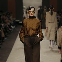Baju rancangan terakhir Karl Lagerfeld untuk Fendi di Milan Fashion Week 2019. (Foto: Fendi)