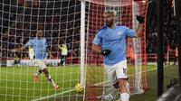 Striker Manchester City, Sergio Aguero, melakukan selebrasi setelah mencetak gol ke gawang Sheffield United dalam laga pekan ke-24 Premier League, Rabu (22/1/2020) dini hari WIB. (Oli Scarff/AFP)