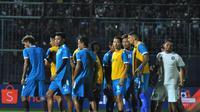 Para pemain Arema FC saat tengah berlatih. (Bola.com/Iwan Setiawan)