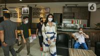 Millen Cyrus bersiap mengikuti gelar perkara terkait penggunan psikotropika benzodiazepine di Direktorat Narkoba Polda Metro Jaya, Jakarta, Senin (1/3/2021). Milen pernah ditangkap oleh Polres Pelabuhan Tanjung Priok pada 22 November 2020. (Liputan6.com/Faizal Fanani)