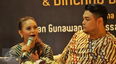 20151111-Adegan Mesra Ivan Gunawan dan Rossa di Peluncuran Buku Biografinya -Jakarta