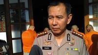 Kapolrestabes Bandung Kombes Winarto menjelaskan seputar Operasi Tangkap Tangan (OTT) oleh Propam Polda Jabar. (Liputan6.com/Aditya Prakasa)