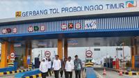 Presiden Joko Widodo (Jokowi) meresmikan Jalan Tol Pasuruan-Probolinggo (Paspro) di Pintu Gerbang Tol Probolinggo Timur. (Foto:Liputan6.com/Dian Kurniawan)