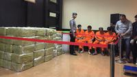 4 Tersangka kasus sabu 1,6 ton (Liputan6.com/  Muhammad Radityo Priyasmoro)
