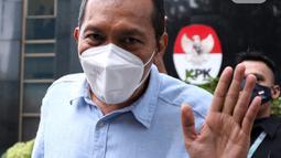 Mantan Wakil Ketua KPK, Saut Situmorang berjalan meninggalkan Gedung Merah Putih KPK, Jakarta, Senin (7/12/2020). Kedatangan Saut Situmorang untuk mengikuti diskusi menyusul berlakunya UU No.19 Tahun 2019 yang menitikberatkan pada upaya pencegahan korupsi. (Liputan6.com/Helmi Fithriansyah)
