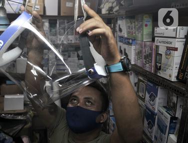 FOTO: Jelang New Normal, Penjualan Face Shield Meningkat