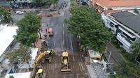 Perbaikan jalan raya Gubeng.com (Liputan6.com/Dian Kurniawan)