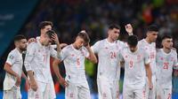 Reaksi pemain Spanyol dalam adu penalti pada pertandingan Euro 2020 melawan Italia di Stadion Wembley di London, Inggris, Rabu (7/7/2021). Spanyol takluk atas Italia 4-2 lewat adu penalti setelah laga imbang 1-1 selama 120 menit. (Laurence Griffiths/Pool/AFP)