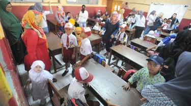 Orangtua di Hari Pertama Sekolah