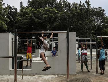 FOTO: Kebahagiaan Anak-Anak Kembali Bermain di Taman Puring