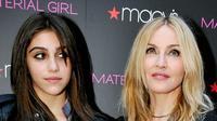Siapa sangka, putri tunggal Madonna, Lourdes leon  menyesali penampilannya sewaktu masih duduk di bangku sekolah.