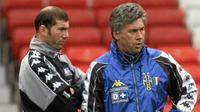 Sentuhan Carlo Ancelotti membuat banyak pemain Juventus 2000/2001, salah satunya Zinedine Zidane, menjadi pelatih. (Marca)