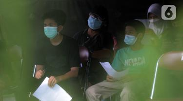 FOTO: Mobil Vaksinasi COVID-19 Keliling Jemput Bola di RPTRA Bunga Rampai