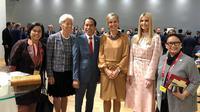 Presiden Joko Widodo potret bersama sejumlah perempuan saat KTT G20 di Osaka, Jepang. Jokowi menyebut mereka perempuan perkasa (Dok.Instagram/@jokowi/https://www.instagram.com/p/BzRzCxBB6en/Komarudin)