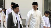 Gubernur Anies Baswedan salat Idul Fitri di Balai Kota Jakarta, Rabu (5/6/2019). (Liputan6.com/Ratu Annisaa Suryasumirat)