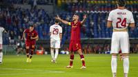 Gelandang AS Roma, Lorenzo Pellegrini melakukan selebrasi usai mencetak gol ke gawang CSKA Sofia pada pertandingan grup C Liga Europa di Stadion Olimpiade Roma, Jumat (17/9/2021). Pellegrini mencetak dua gol dan mengantar AS Roma menang telak atas CSKA Sofia 5-1. (AP Photo/Andrew Medichini)