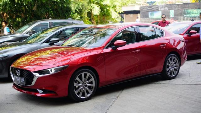 Mazda 3 Sport >> Siap Meluncur Ini Alasan Mazda3 Hatchback Dan Sedan Hadir