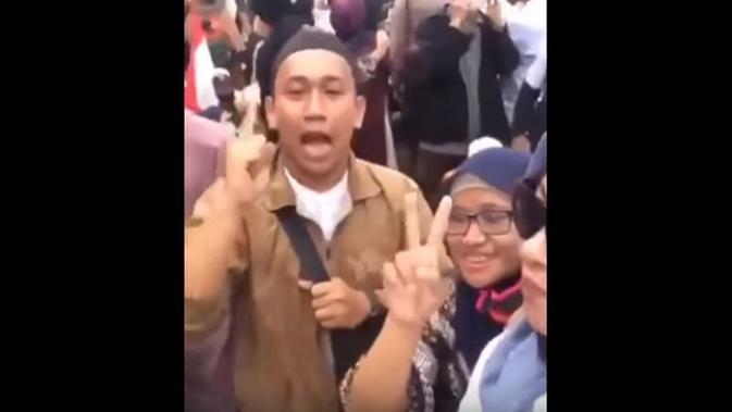 Viral seorang pria mengancam akan memenggal kepala Jokowi. (YouTube)