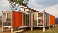Rumah ini menggabungkan dua konteiner dan menjadikannya rumah unik yang minimalis