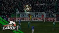 Video replay seorang fan Werder Bremen yang mencoba mengganggu striker Schalke untuk mengeksekusi penalti, namun gagal.